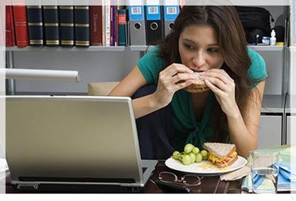 comer mientras trabajas engordar 599so051611 5 tips para adelgazar en el trabajo