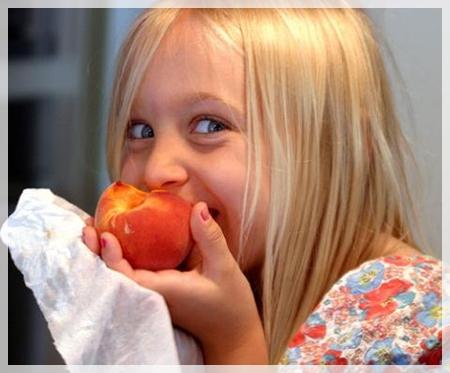 fruta El uso prolongado del biberón promueve la obesidad