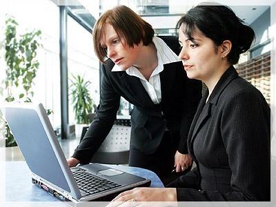 mujeres trabajando 5 tips para adelgazar en el trabajo