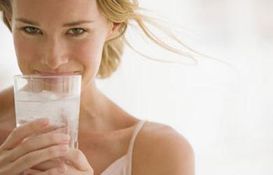 Adelgazar rápido bebiendo agua