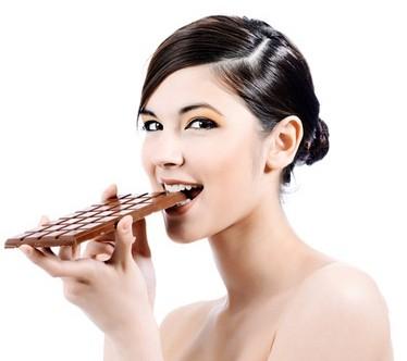 Comer chocolate negro ayuda a adelgazar