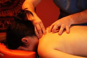 Por qué a la mujer puede estar enferma la espalda