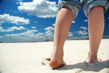 Los beneficios de caminar descalzo