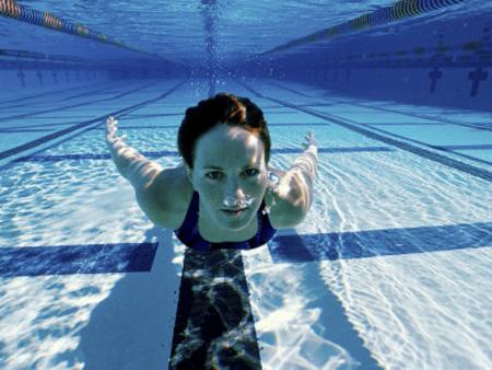 ¿Funciona realmente la natación para perder peso?